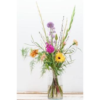 Wild boeket bloemen